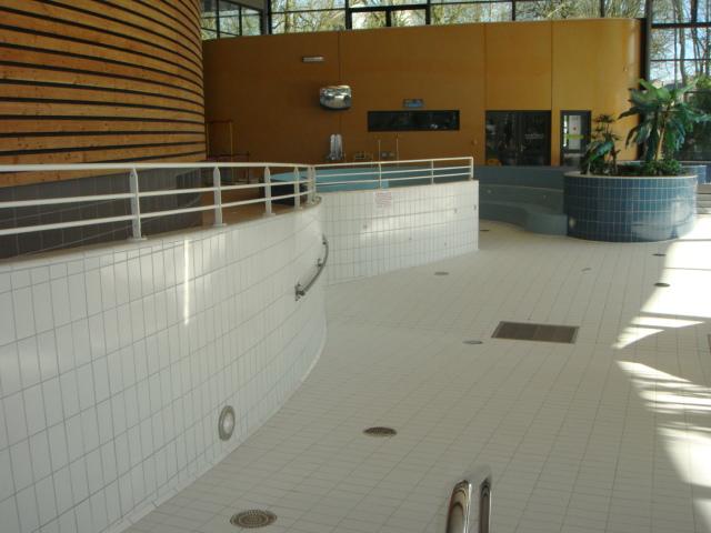 Rev tement carrelage piscine de landivisiau 29 - Revetement ideal pourtour de piscine ...